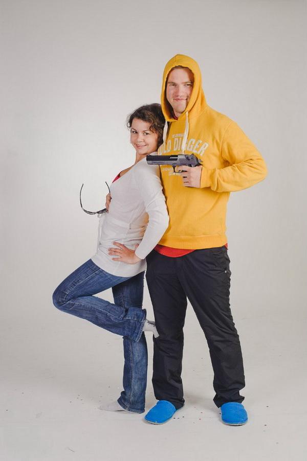 Молодую пару заставили перед камерой трахаца